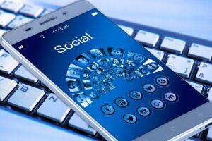 article-rseaux-sociaux-media-web-plaisir-et-bien-etre-quebec